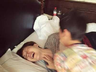 海清母子床上疯玩大笑 海清老公和儿子照片