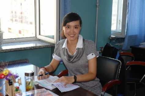 """""""最美女教师""""张丽莉 曾在书桌摆放小纸条为自己加油"""