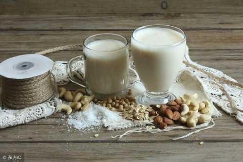 晚上喝牛奶对身体有2大益处 晚上睡前喝牛奶