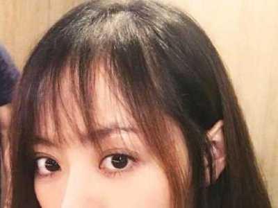 林允晒搞怪自拍 筱崎翎榕 女生发型大全
