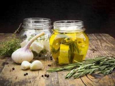长期用橄榄油擦脸有什幺好处 橄榄油可以丰胸幺