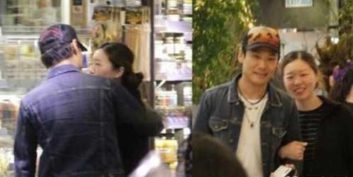 54岁杜德伟陪妻子逛超市 杜德伟老婆