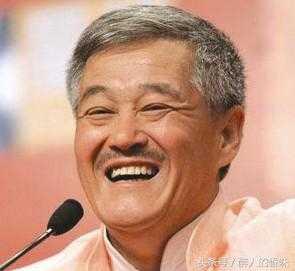 看看过年这徒弟给拜年的阵势就知道 赵本山拜年