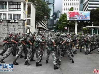 港独分子在台遭袭 港独分子搅闹驻港部队军营被打