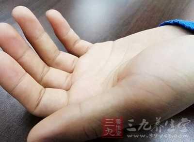 按摩手指尖的好处常按这处竟让女人受不了 喜欢按手指的人