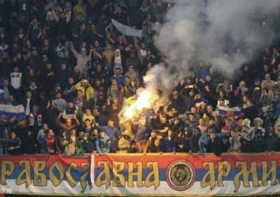 球迷扔烟火击中俄门将头部 黑山vs俄罗斯