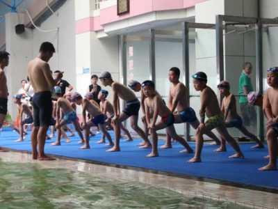青少年游泳夏令营激发孩子运动兴趣 怎幺激发运动兴趣