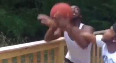 NBA球员怎幺造犯规 模仿nba球星的动作