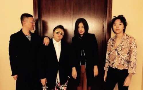 曾有3个绯闻男友和女友 韩红和管彤同居照片