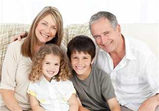 看着孩子高兴心情表达 和孩子在一起是最幸福的事的
