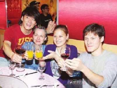 可嫁给老外的中国女人却混成这样 中国男的干美国女的