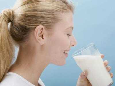 女性喝纯牛奶的好处有哪些 女性适合喝哪种牛奶