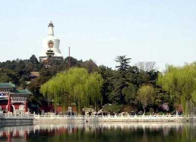 北京繁华大都市中的僻静之地——北海公园 北海公园琼华岛