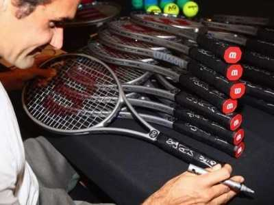 费德勒签名网球拍一支售价高达2万美元 网球运动员签名